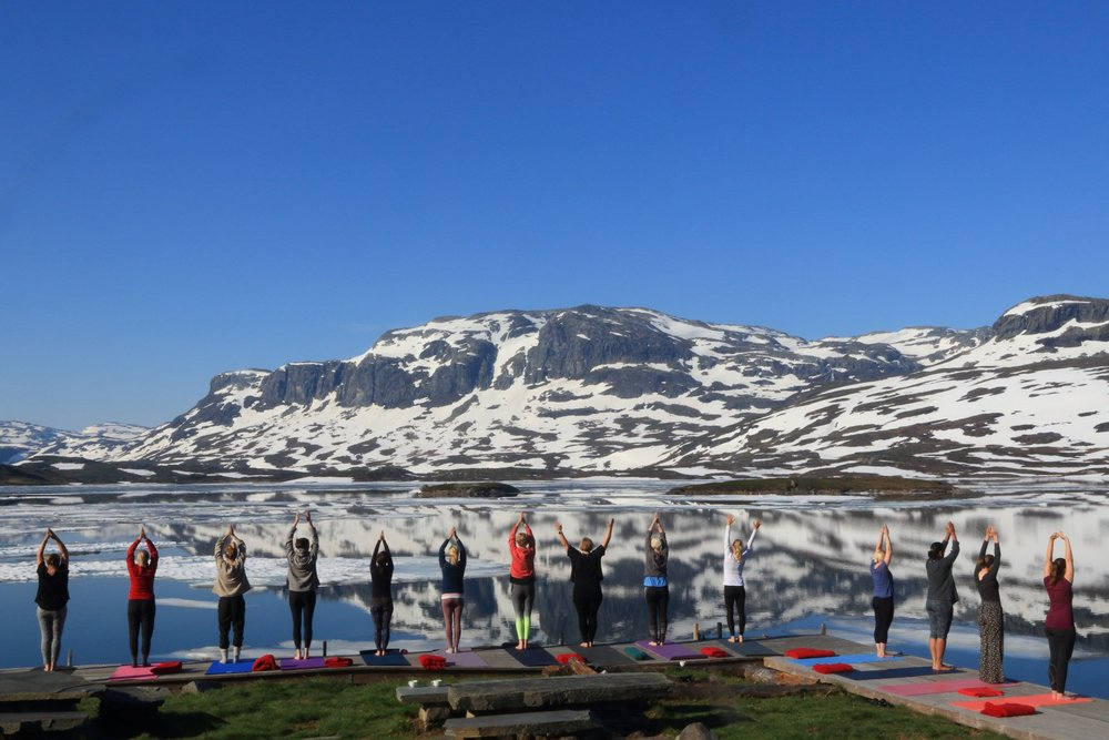 Yoga på tur - Turer er perfekt for teambuilding og for å finne fokus, og yoga kan bidra til bedre mental og fysisk styrke, og effektivitet på jobben.Yoga kan også gjerne kombineres med andre aktiviteter, som SURFING - SKOGTUR - TOPPTUR PÅ SKI/ TIL FOTS.Gnist Yoga samarbeider med DNT, Eidsbugarden Hotell, Haukeliseter Fjellstue og Lapoint Surfcamp, og kan være med på å legge opp en tur tilpasset deres ønsker.