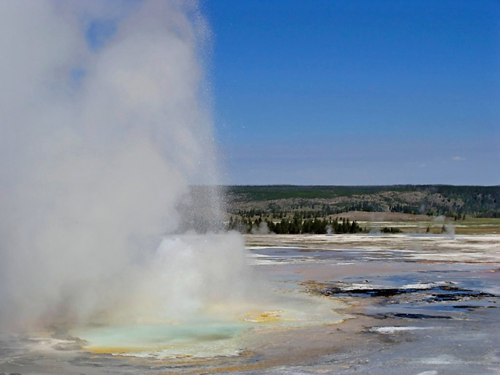 North America_WY_Yellowstone_NP_Geyser_KV.jpg