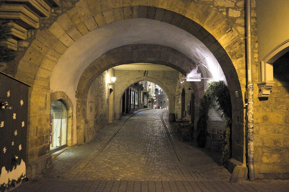 tunnel-1998472_1280.jpg