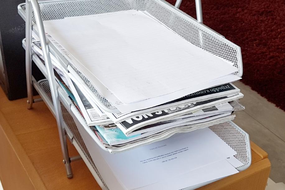 Överst: inkorgen. Mellan: tidningar jag vill läsa (hur blev det sådär många?). Underst: underlag för bokföringen.