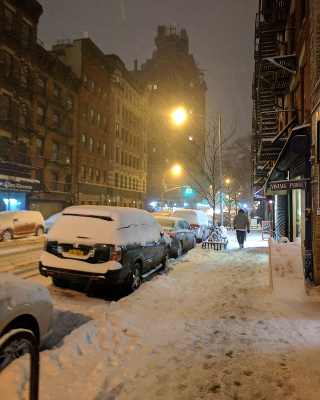 "By the end of the day the city was covered in snow!  I kept saying ""wow this is like a foot of snow"", but kept getting corrected (it was really only about an inch or two).  Can't you tell that i don't experience snow that often?"