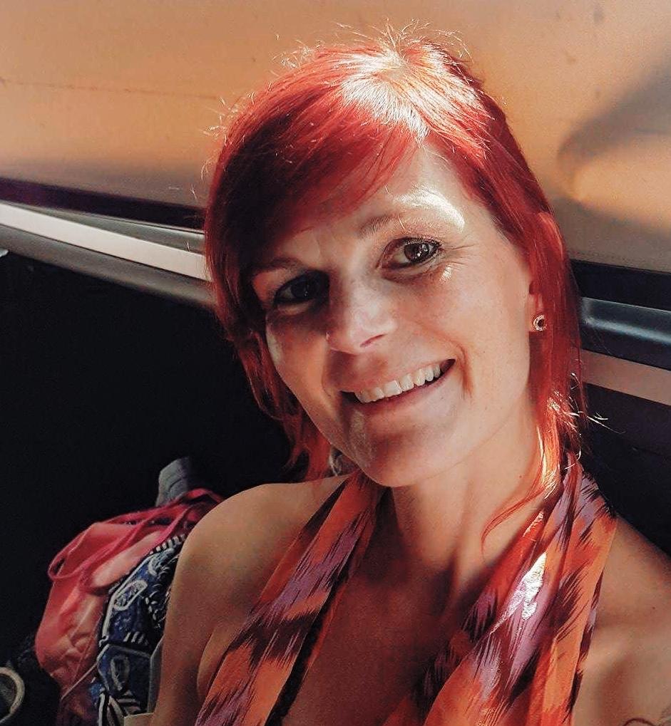 Maria Körner - Specialpedagog och samhällskunskapslärare som vill göra skillnad. Skillnad både för elever som för pedagoger. Maria är bla utbildad på Findhorn Foundadion ett kurscenter och en NGO som samarbetar med FNs globala holistiska ekobynätverk i meditation, massage och ett mindfullt förhållningssätt i vardagen. Hon praktiserar regelbundet yoga och olika andningstekniker som hon använder sig av i sin arbetsvardag. Kulturintegration, normer och förväntningar på elever och pedagoger är områden där hon har en stor styrka och erfarenhet och arbetar aktivt med. Hon tar med sig sina erfarenheter från klassrummen i Hammarkullen och Gårdsten och studier i Mellanösternkunskap och Internationella relationer.
