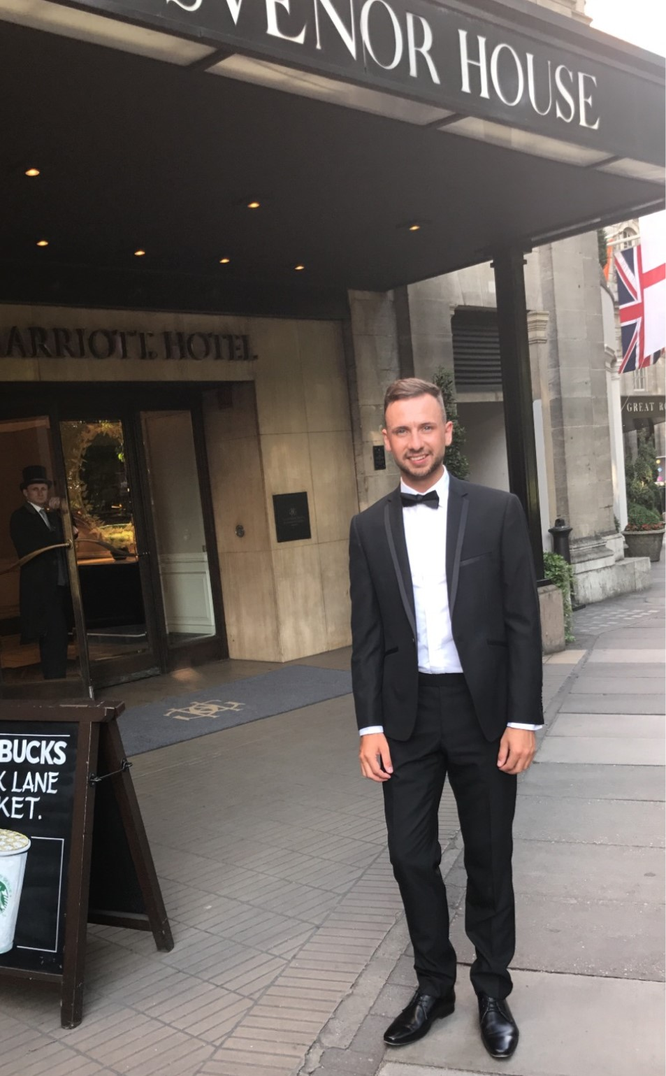JAMES MCHALE REPRESENTING HEALTHHARMONIE AT THE HEALTH INVESTOR AWARDS 2017