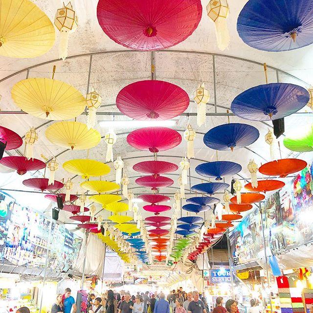 Love these colorful umbrellas 💛❤️💙as a fun hanging installation 😍. #findinginspiration #designinspo #travelgram #chiangmai
