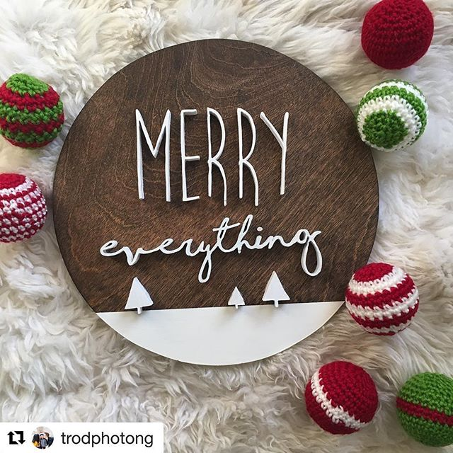 Happy Christmas Weekend, all! May it be filled with lots of laughter, happy memories, good food and wine (apple cider in my case) 😘. Oh, and presents! 🎁🎄⛄️#merrychristmas #happy holidays #scrollsaw #knotandgrain #woodshop #pursuepretty