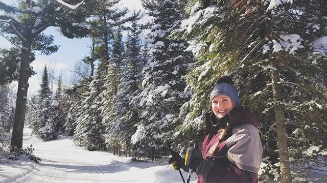 Much needed ski. Don't get me wrong, I love winter, but the unending cold + snow + pregnancy has had me feeling pretty cooped up. Super thankful for the fact that I own my own business and can schedule in a little time for myself on random days ❤ . 📷@tonia_s1
