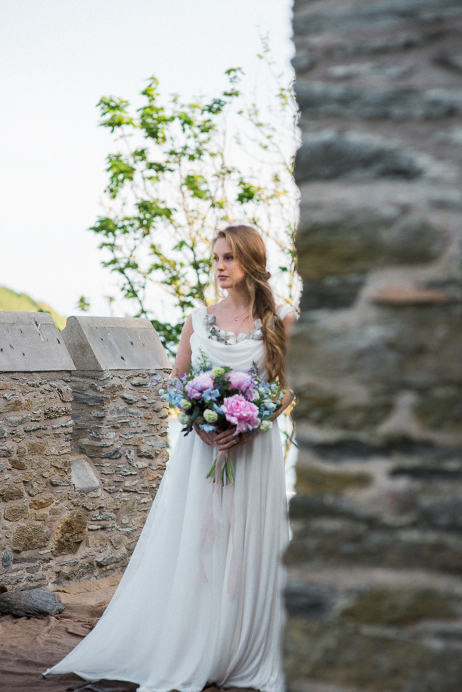 A Castle By The Sea | Bridal Editorial at Caerhays Castle | oliviablogs.com