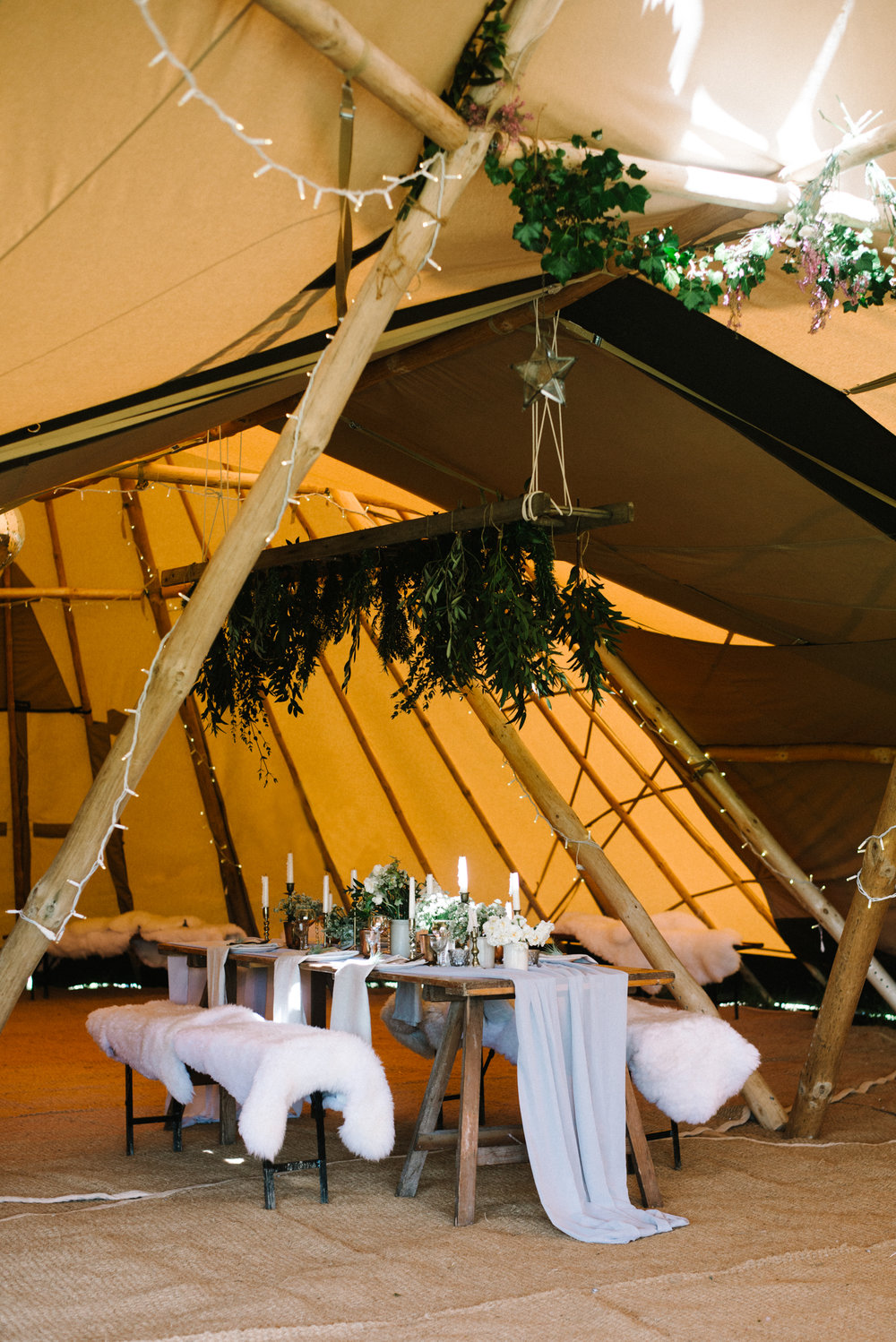 INTIMATE AND ADVENTUROUS TIPI WEDDING INSPIRATION IN CORNWALL // Click to see more Images //Olivia Bossert Photography // www.oliviabossert.com