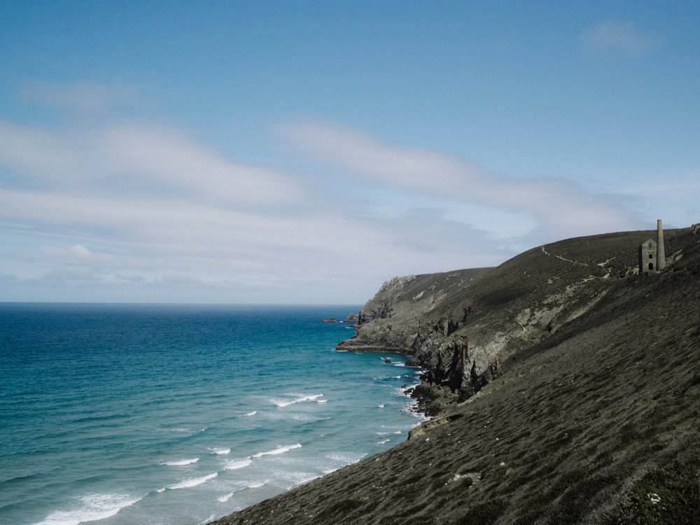 The Best Photoshoot Locations in Cornwall // Chapel Porth // www.oliviabossert.com