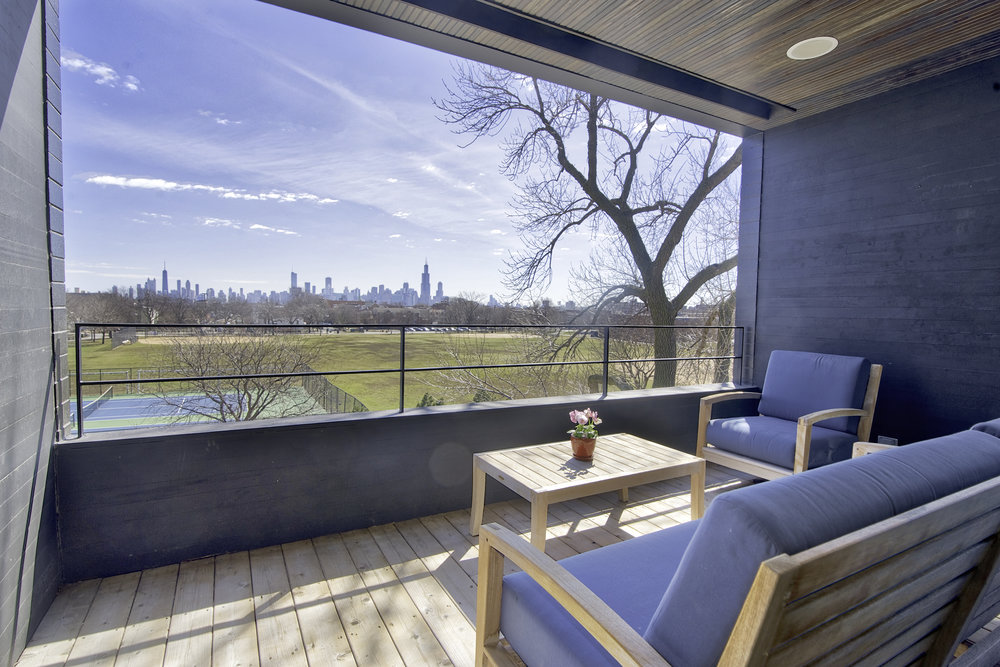 Nice HDR view of the Chicago skyline from enclosed west side balcony.