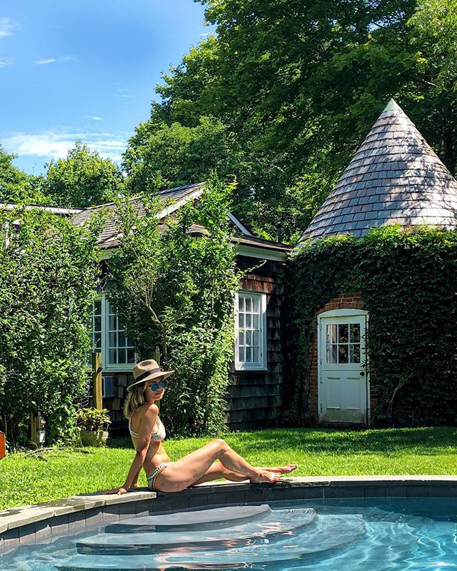 Missing this magical place on this gloomy city day 😔 so long sweet summer... . . . . . . . #fashion #kinii #summer #solongsweetsummer #fall #hamptons #bikini #stylegram #stylish #swimwear #views #georgicapond #instagood #instaview #stylegram