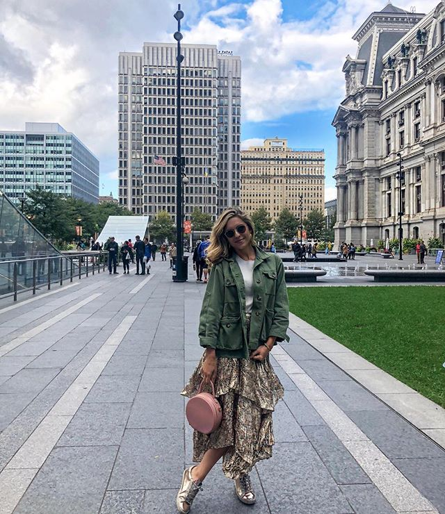 Sassing around in Philly💕 . . . . . . . #fashionblog #love #philly #saturday #stylish #stylegram #blog #bloglovin #weekend #stylegram