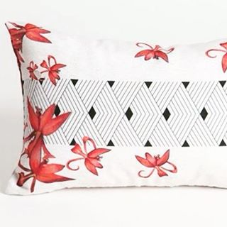 "Fame arm tattoo image of our ""Brazilian indigenous people"" collectin. Da nossa coleção ""Índios"". #interiordesign #cushion #design #indigenous #ayhomedesign #designdeinteriores #almofadas #tattoo"