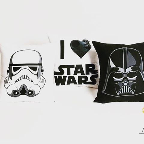 We love star wars! Temos almofadas para pronta entrega ate a data do natal! #starwars #almofadas
