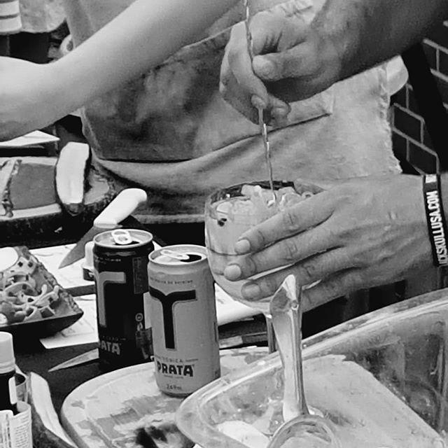 Um Gin Tônico feito com muita técnica e carinho!! @theginflavors @cazabarebrasa #cazabarebrasa #theginflavors #drinks #coquetelaria #baronesbartenders #coquetel