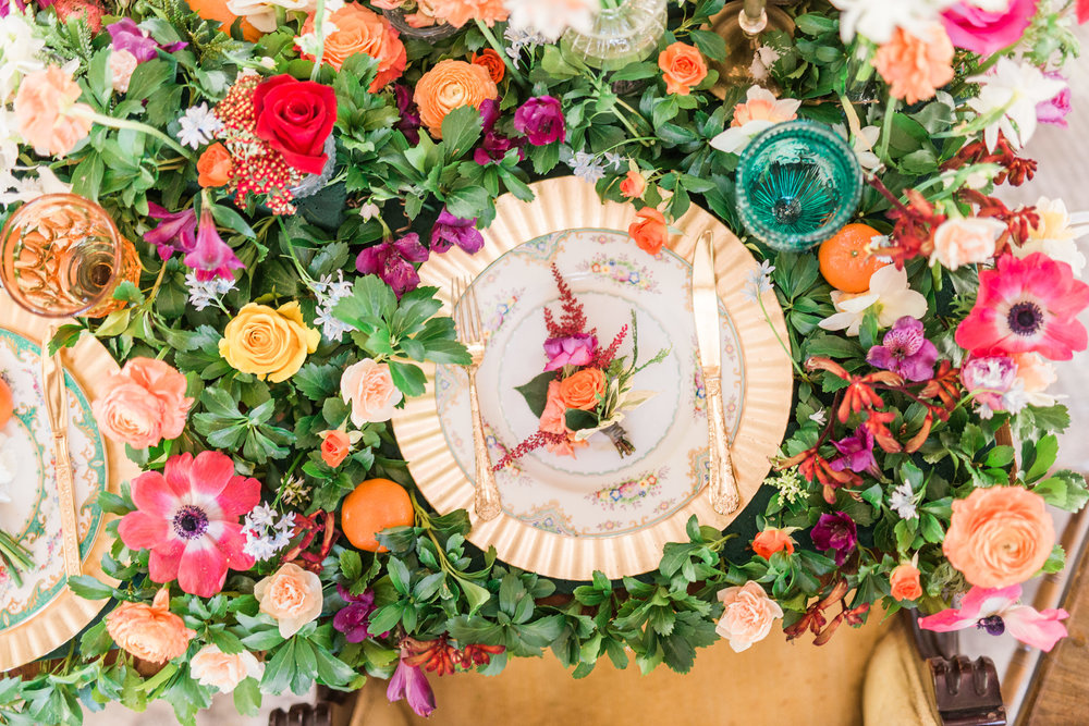 Table setting created by Faye & Renee, Cottage Flowers Design and Pamela Primrose / Photo: Schon Photography
