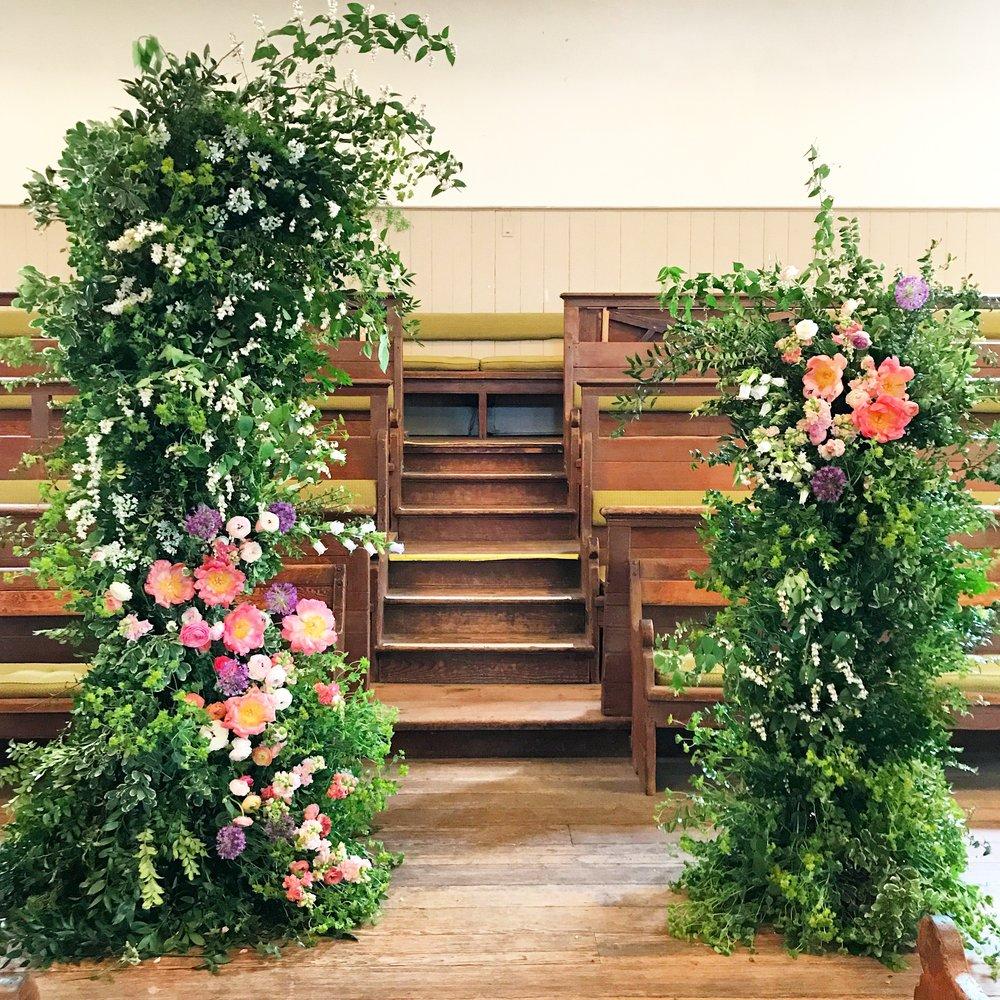 Texture Florals Spring Wedding Ceremony Installation_Arch Street Meeting House_Philadelphia