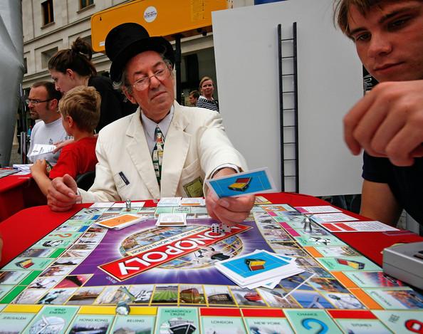 Worldwide-Attempt-Break-Monopoly-Playing-Record-Vba5TfaLY9Fl.jpg