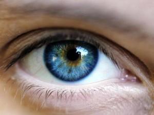 130430-eye