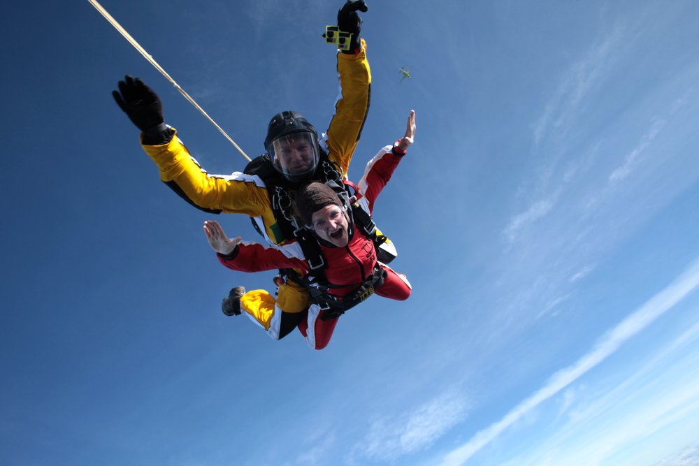... just had to find a way to get this super attractive picture of my skydiving on the blog somehow... LIVING though! Right?