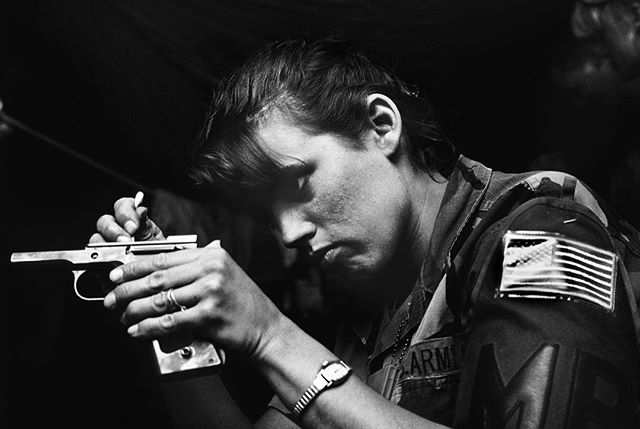 Women, like this soldier getting ready for guard duty during the Gulf War, now make up more than 15 percent of the U.S. armed forces. Hafar al Batin, Saudi Arabia, 1991. ©DF Join me on a new workshop, @sacredeyeworkshop , as we challenge the limitations set on women by telling their stories, with truth and honesty. With special guest, the legendary Letizia Battaglia. Applications due April 11th. #photoworkshop #photographyworkshop