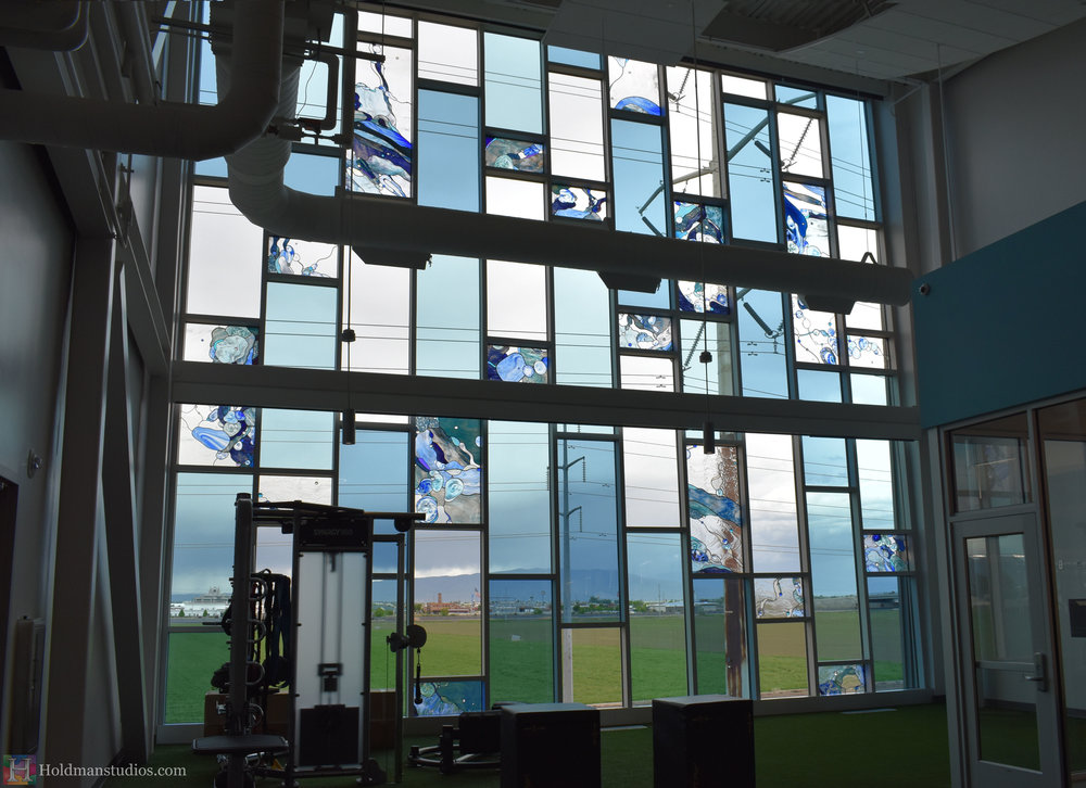 holdman-studios-hand-blown-stained-glass-window-springville-clyde-rec-center-weight-room-water-bubbles.jpg