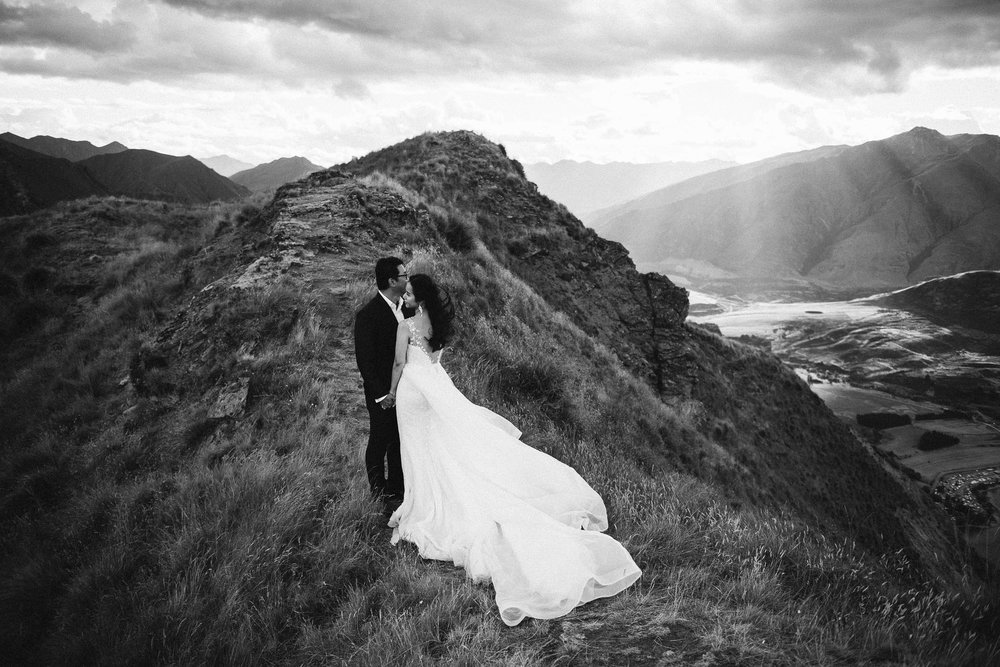 coromandel-peak-pre-wedding-photography-wanaka-001.jpg