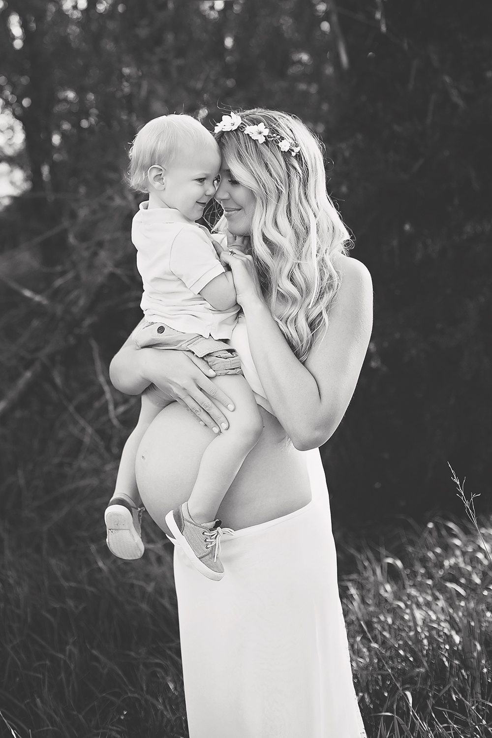 kansas city maternity photographer,  big brother with mom, mothers love