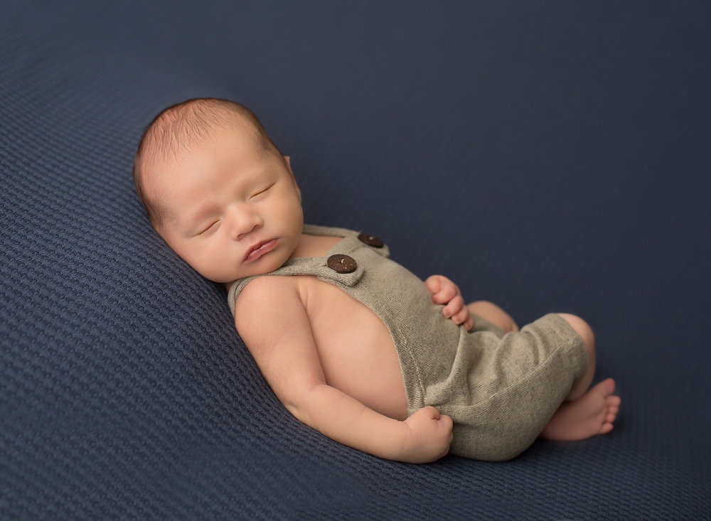 beautiful newborn pictures johnson county kansas photographer