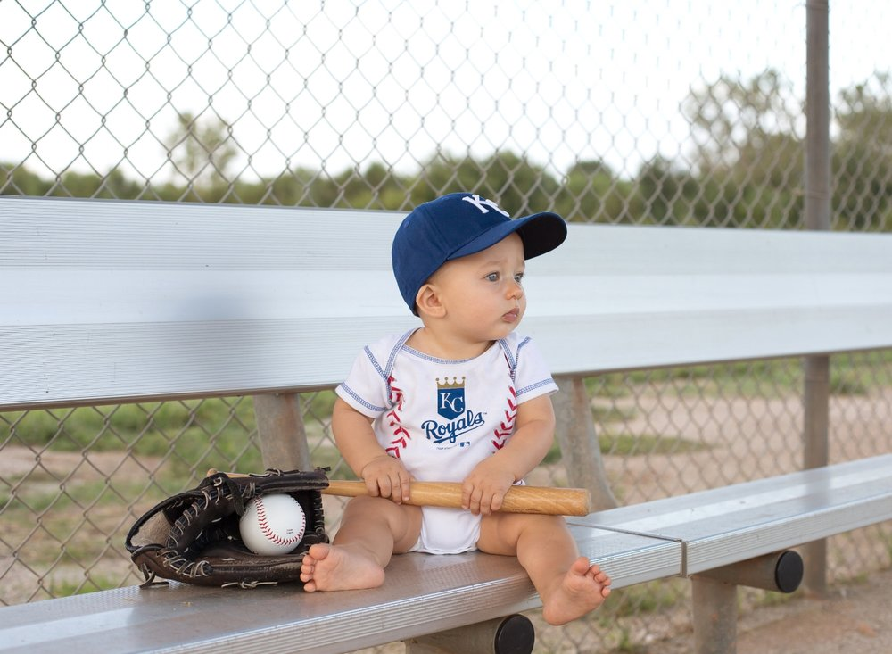 kansas city baby photographer cute outdoor baby pictures in baseball cap