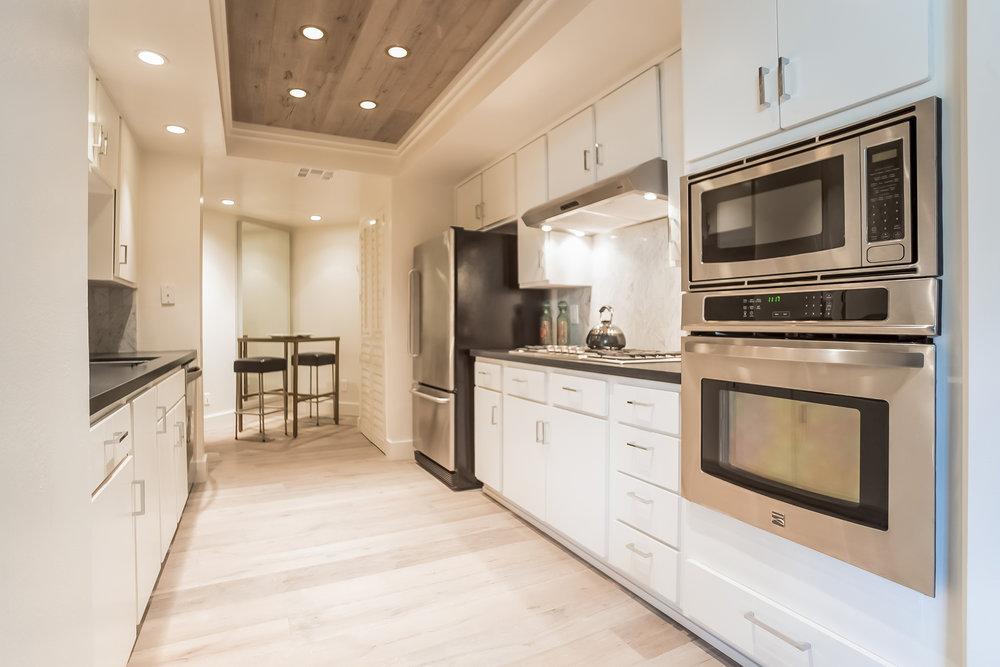 019-Kitchen-2443071-medium.jpg