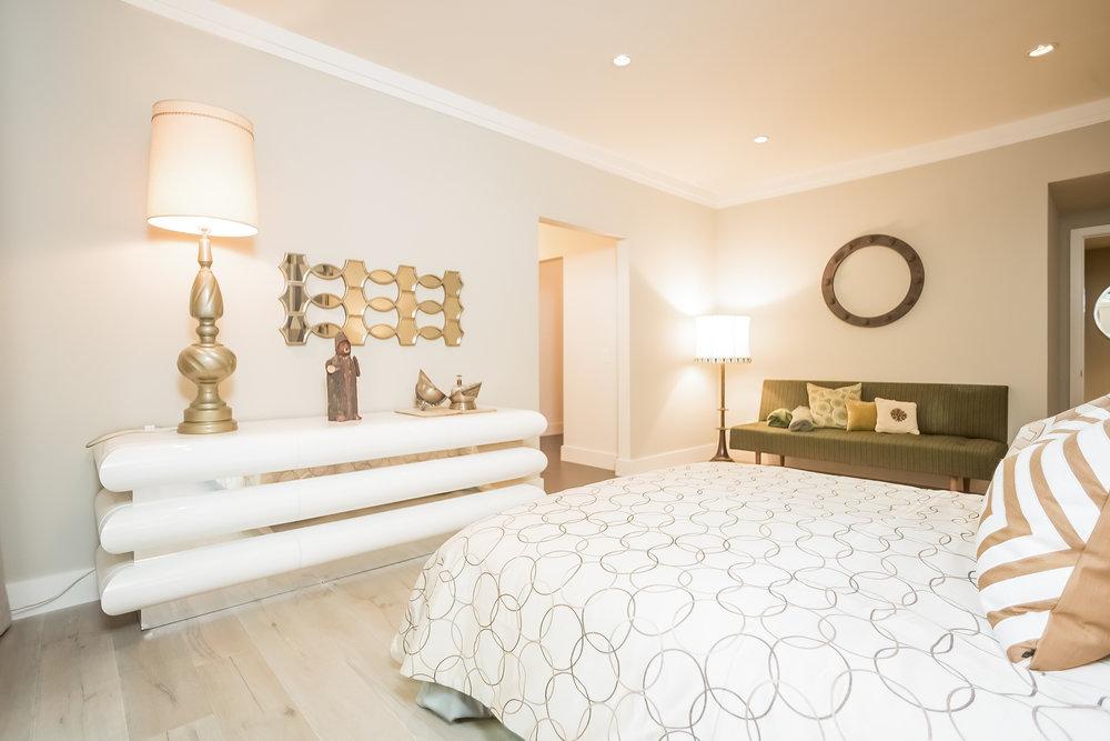 022-Bedroom-2443046-medium.jpg