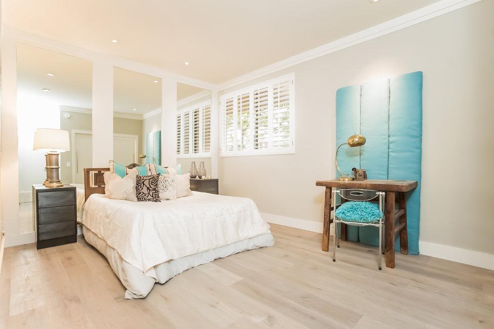 028-Bedroom-2443040-medium.jpg