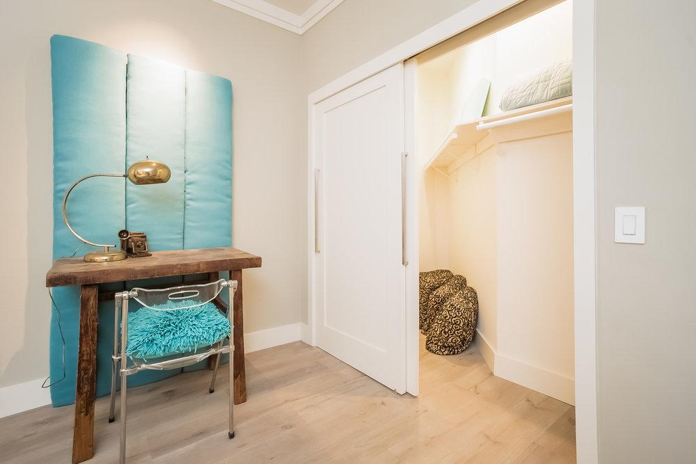 029-Bedroom-2443044-medium.jpg