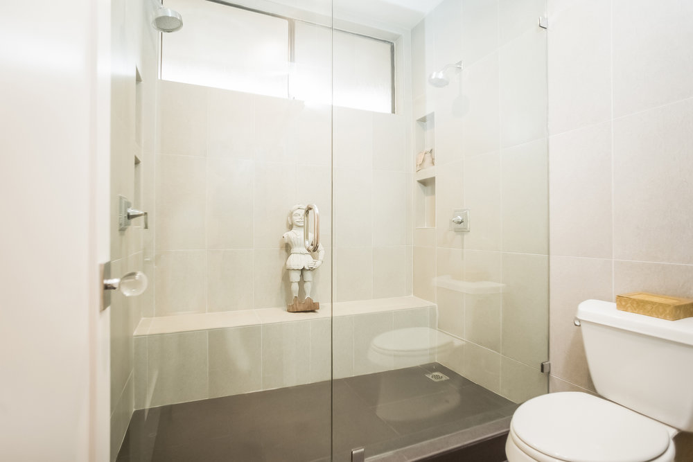 031-Bathroom-2443050-medium.jpg