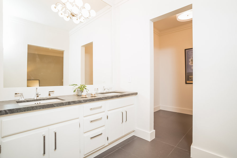 032-Bathroom-2443047-medium.jpg