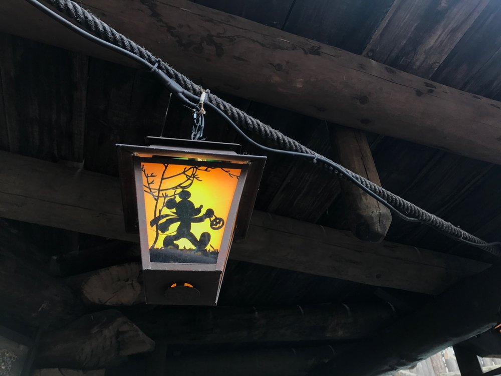 disneyland-paris-halloween-lantern.jpg
