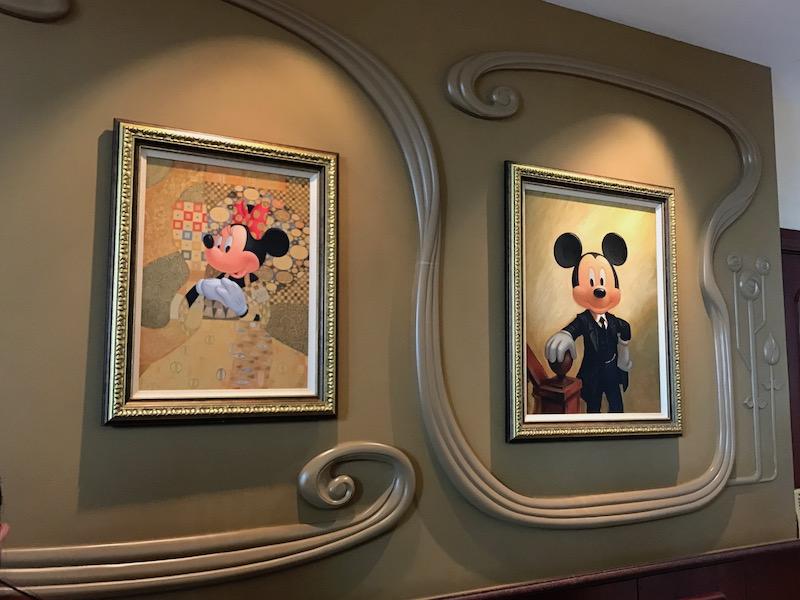 shanghai-disneyland-hotel-lobby-art.jpg