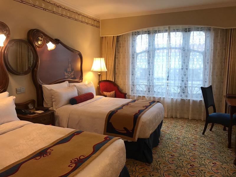 shanghai-disneyland-hotel-room-bed.jpg
