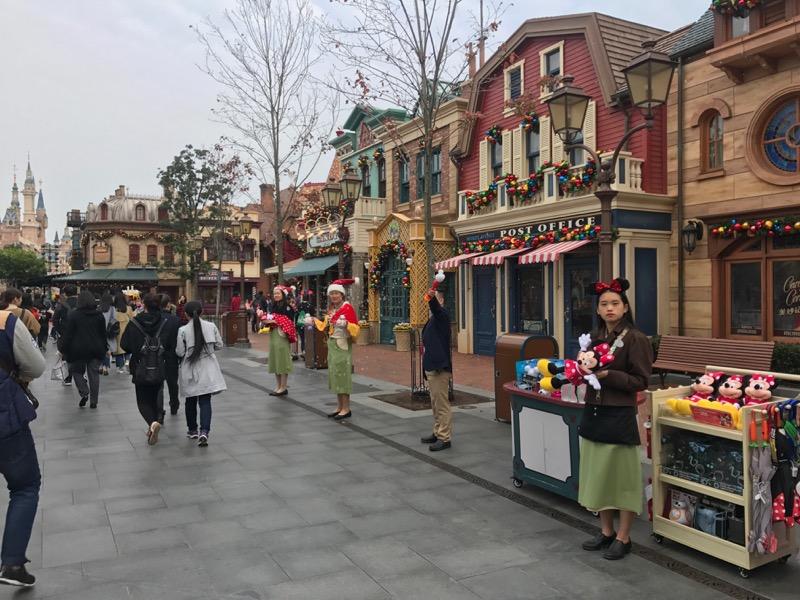 shanghai-disneyland-cast-2.jpg