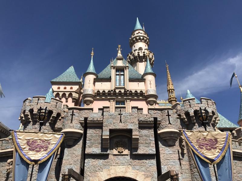 disneyland_castle_2.jpg