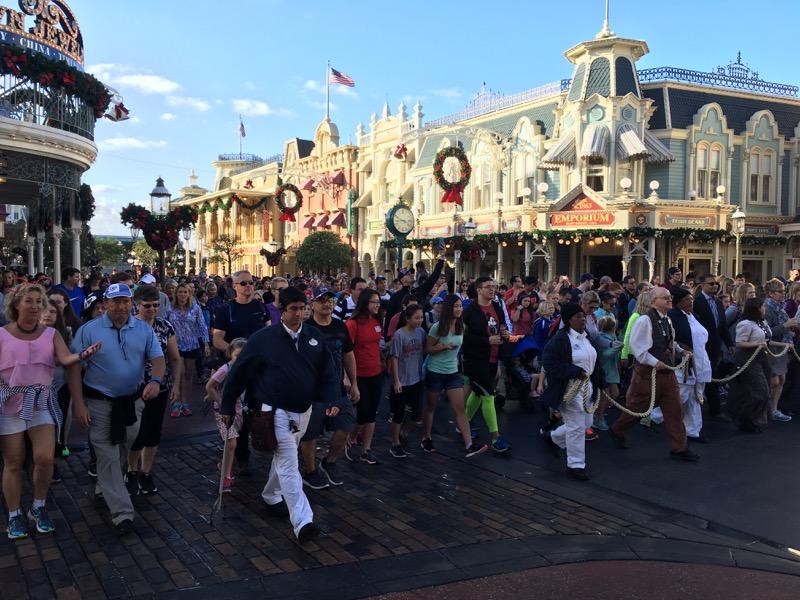 04. crowds.jpg