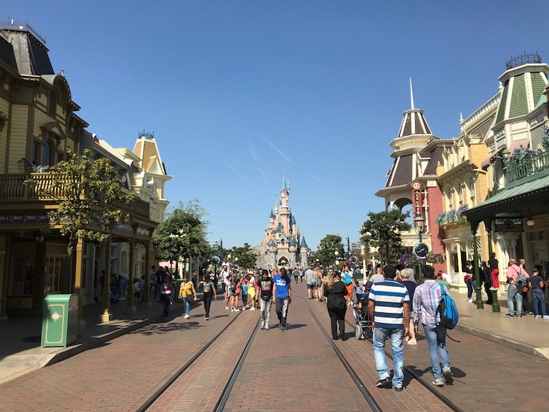 disneyland paris guide main street.jpg