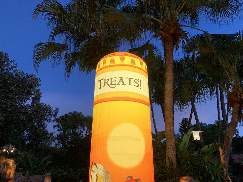 mickeys not so scary halloween party treats point.jpg