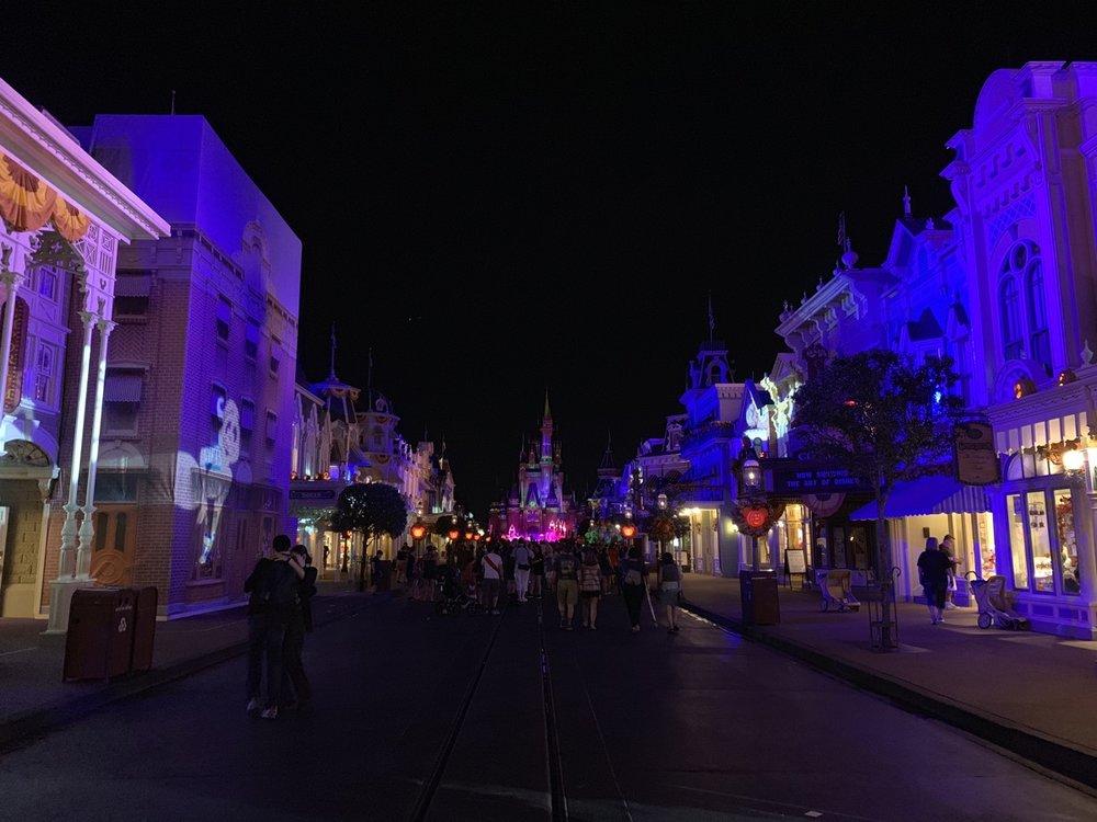 mickeys not so scary halloween party main street night.jpg