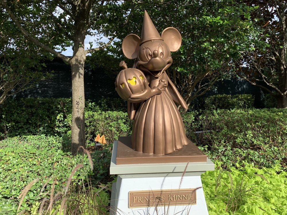 mickeys not so scary halloween party minnie statue.jpg