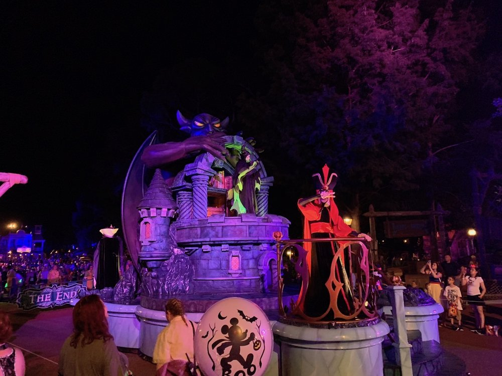 mickeys not so scary halloween party balloons parade villains end.jpg