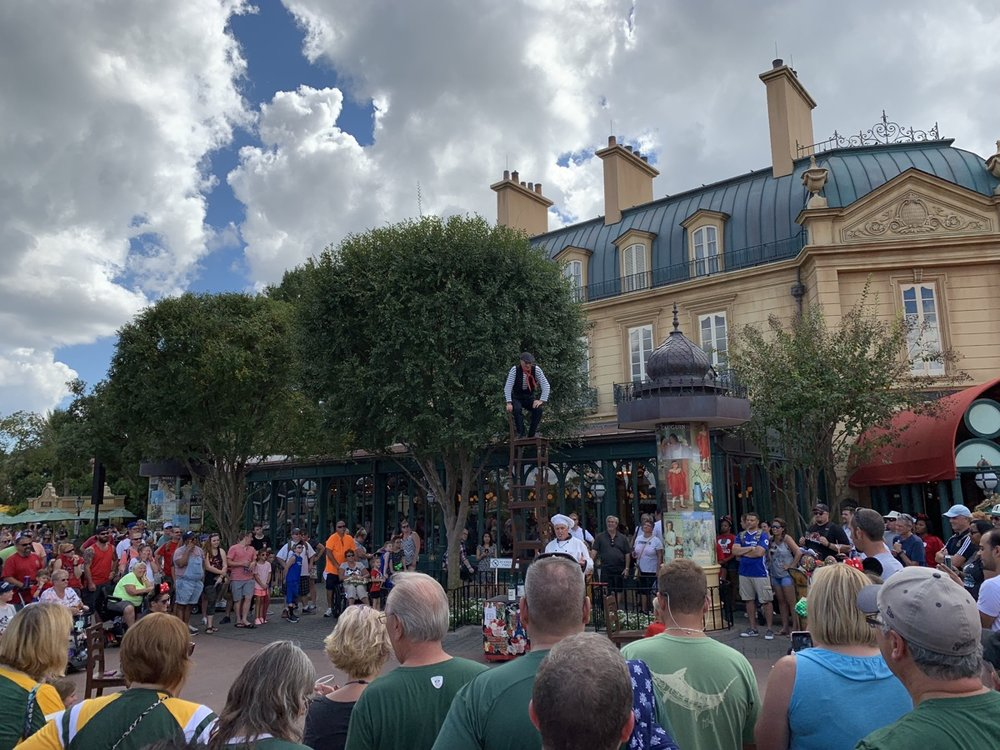 epcot one day itinerary france performance.jpg