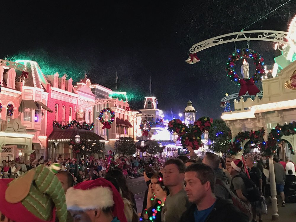 mickeys very merry christmas party snow.jpg