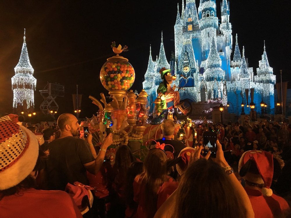 mickeys very merry christmas party parade 2jpg
